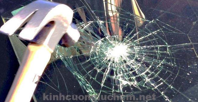 Kính cường lực khi bị vỡ an toàn cho người sử dụng kính
